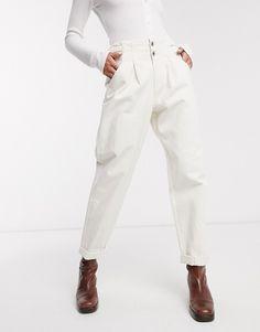 Shop the latest Bershka buckle detail slouchy pants in white trends with ASOS! Pantalon Slouchy, Slouchy Pants, Pantalon Large, Legging Sport, Fashion 2020, White Style, Who What Wear, Asos