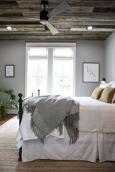 Nice 51 Rustic Farmhouse Style Master Bedroom Ideas https://besideroom.com/2017/07/13/51-rustic-farmhouse-style-master-bedroom-ideas/