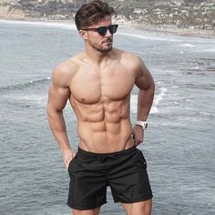 start your day on a black short // urban men // mens short // running short // menswear // sunglasses // mens fashion // city boys // fitness //