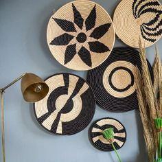 Home Wall Decor, Diy Wall Art, Wall Décor, African Interior Design, Wall Hanger, Wall Hooks, Stylish Home Decor, Crochet Art, Basket Decoration