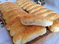 Sajtos stangli   mókuslekvár.hu Bread Recipes, Cooking Recipes, Ring Cake, Bread And Pastries, Bread Rolls, Hot Dog Buns, Baked Goods, Food To Make, Kenya