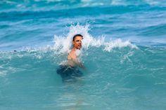 Das neue Jahr feuchtfröhlich eingeläutet: Hier badet Barack Obama am 1. Januar...