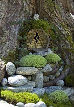 Elves Faeries Gnomes: A Hobbit entrance into a tree. Fairy Garden Houses, Gnome Garden, Fairy Gardens, Miniature Gardens, Garden Kids, Fairies Garden, Hobbit Garden, Fairy Garden Doors, House Gardens