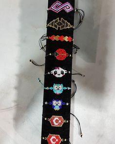 #guluzarinelsanatlari #taki#tasarım #tasarimurunler #özel #kişiyeözel #marmaris #miyuki#miyukikolye #miyukibroş #miyukibileklikler Beaded Jewelry Patterns, Beading Patterns, Diy Jewelry, Jewelry Making, Jewellery, Stars Craft, Bead Loom Bracelets, Diy Schmuck, Beaded Animals