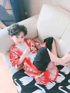 The 'Marshal of Korea' has captured people's hearts thanks to their cute expressions … – Baby Ideas Cute Asian Babies, Korean Babies, Asian Kids, Cute Babies, Kids Boys, Cute Boys, Handsome Kids, Baby Boy, Like A Mom