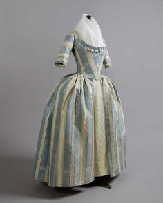 fripperiesandfobs: Robe à l'anglaise ca. 1780-85 From Daguerre Auctions