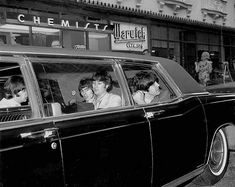 The Beatles devant le Warwick Hotel, New York http://under-overground.com/n-y-hotels.html#ANCHOR_Text19