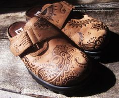Maine Woods Leather Clogs size 8 with pyrographed Henna Mehndi Designs, upcycled