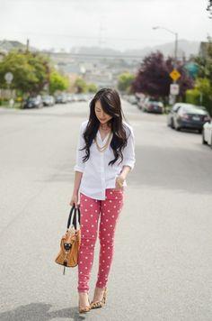 http://vestidosdenoviasencillos.com/2014/09/24/6-modelos-de-pantalones-a-lunares/