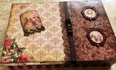Caixa em MDF com divisórias, decorada com a técnica de Scrap decor e apliques. Flocada internamente. R$ 55,00