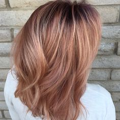 Dark root with dimensional rose gold Dark root with dimensional rose gold Rose Gold Hair Brunette, Violet Hair, Rose Gold Balayage, Balayage Hair, 2015 Hair Color Trends, Wedding Curls, Blonde With Dark Roots, Hair Dye Colors, Hair Color Dark