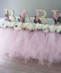 80 Cute Baby Shower Ideas for Girls Being a baby shower hostess doesnt have to be stressful! Relax put your feet up and get ready to host the cutest baby shower party ever! By the time you are done here you will have all of the tools Continue Reading ? Cadeau Baby Shower, Deco Baby Shower, Cute Baby Shower Ideas, Baby Girl Shower Themes, Girl Baby Shower Decorations, Floral Baby Shower, Baby Shower Gender Reveal, Baby Boy Shower, Baby Shower Gifts