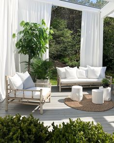 [New] The Best Home Decor (with Pictures) These are the 10 best home decor today. According to home decor experts, the 10 all-time best home decor. Design Room, Decor Interior Design, Interior Decorating, House Design, Indoor Outdoor Living, Outdoor Rooms, Outdoor Furniture Sets, Outdoor Decor, Design Exterior