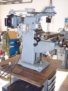 Mill Knee benchtop milling machine.