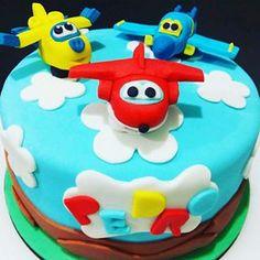 Bolo Super Wings! #priplocsweetgostosuras #cakedesign #superwings #bolodemenino #modelagem #fondantcake #pastaamericana