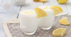 Il sorbetto al limone veloce è una ricetta favolosa, si fa in pochissimi minuti senza gelatiera utilizzando un semplice frullatore, è davvero geniale, sia in versione analcolica che alcolica!