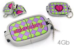 Oh I just love these sewing related flash drives.  Must Have.  Smartneedle.com - USB 2Gb and 4Gb drives