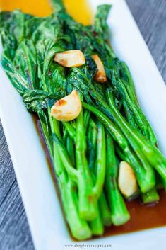Delicious garlic yu choy sum is the best to serve as a side. This recipe only takes 10 minuets & show the best way how to cook yu choy sum. Vegetable Dishes, Vegetable Recipes, Vegetarian Recipes, Cooking Recipes, Healthy Recipes, Chinese Vegetables, Mixed Vegetables, Veggies, Choy Sum Recipe