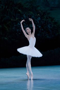Find images and videos about dance, ballet and ballerina on We Heart It - the app to get lost in what you love. Svetlana Zakharova, Ballet Art, Ballet Dancers, Dance Photos, Dance Pictures, La Bayadere, Ballet Pictures, Pretty Ballerinas, Bolshoi Ballet
