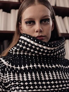 Woven monochrome collar and geometric eye-makeup. Manuel Facchini looks to gothic architecture. The designer's sculptural AW16 collection incorporates optical illusions, hardware embellishment and biker leathers.Manuel Facchini AW16