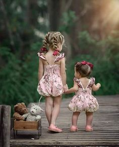 Cute and Curious Sister Photos, Family Photos, Beautiful Children, Beautiful Babies, Baby Pictures, Cute Pictures, Cute Kids Photos, Image Couple, Cute Babies