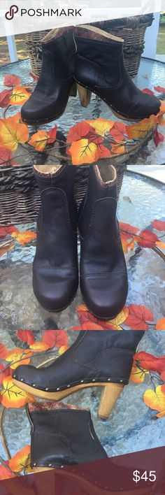 "🇩🇰SANITA DK BROWN ANKLE BOOTS 37 EUC🇩🇰 These Sanita boots are a rich, dark brown leather with a beautiful embossed trim around the top. The heels are 3"" and in great condition. These are LIKE NEW.  Size 37 Sanita Shoes Ankle Boots & Booties"