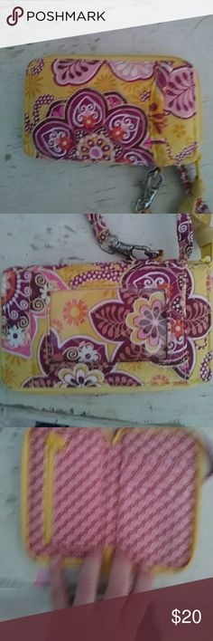 Vera Bradley phonecase wallet Small Vera Bradley phone case wallet. EUC. Gorgeous colours. Bundle for one time shipping and discount. Christmas is coming. Great for your daughters. Vera Bradley Bags Wallets