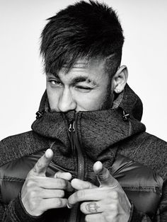 Neymar is not only known for his mad football skills, but also his sense of fashion.Here are 45 cool Neymar's hairstyles you can try out. Neymar Jr, Livescore Soccer, Sports Bra Outfit, Soccer Art, Soccer Pictures, Cool Hairstyles For Men, Soccer Drills, Sports Wallpapers, Super Sport