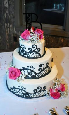 Pink and black wedding cake that's perfect but with pearls added