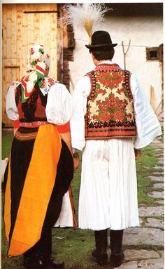 FolkCostume&Embroidery: Overview of the peoples and costumes of Transylvania Traditional Art, Traditional Outfits, Hungarian Embroidery, Folk Dance, Ancient Symbols, Folk Costume, My Heritage, People Of The World, Beautiful People