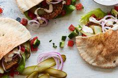 Falafel Pita, Falafel Sandwich, Pita Sandwiches, Baked Falafel, Sandwich Recipes, Veggie Recipes, New Recipes, Veggie Meals, Chickpea Recipes