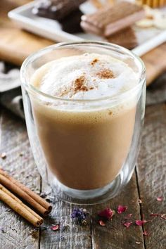 Blissful Five Minute Tea Latte - Learn how to create and customize your own hot tea latte beverage for a moment of zen, or share a cup with others! Black Tea Latte Recipe, Green Tea Latte, Best Green Tea, Hot Tea Recipes, Green Tea Recipes, Coffee Recipes, Milkshake Recipes, Lose Belly Fat Quick, Green Tea Drinks