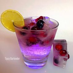 Sky High Cocktail - For more delicious recipes and drinks, visit us here: www.tipsybartender.com