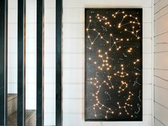 DIY lit up constellation art piece Diy Wand, Deco Led, Constellation Art, Light Wall Art, Diy Light Fixtures, Design Blog, Cool Lighting, Lighting Ideas, Diy Wall Art