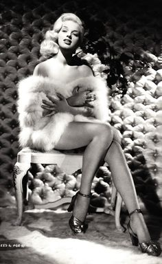 Diana Dors inspired Photoshoot, classic fashion to it