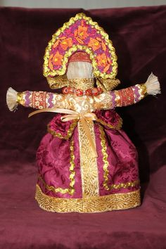 Масленица – первая закличка Весны. Это разгульное празднество, посвященное проводам, или точнее изгнанию Зимы и встрече весеннего солнца. Кукла «Масленица» – обязательный атрибут этого праздника
