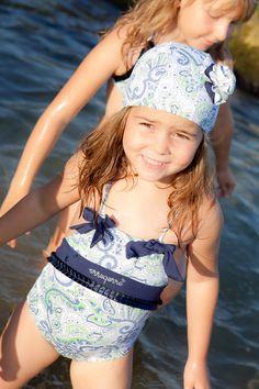 Bañador con precioso acabado en cristales de Swarovski. Shop online on http://www.erreqerre.net