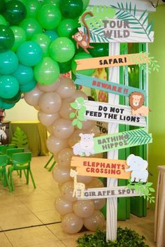 Animal Safari Birthday Party Sign! This would be perfect for a zoo birthday party or animal-themed party!