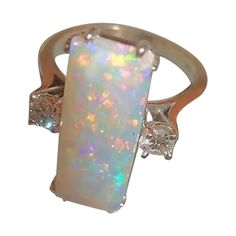 An Exceptional Opal & Diamond Ring, 14K White Gold - Vintage