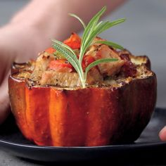 Healthy Snacks Discover This Turkey-Stuffed Acorn Squash Is A Delicious Way To Use Your Thanksgiving Leftovers Leftover Turkey-Stuffed Acorn Squash make with portabellas instead of turkey for vegan Tasty Videos, Recipe Videos, Clean Eating, Healthy Eating, Vegan Recipes, Cooking Recipes, Thanksgiving Recipes, Thanksgiving Leftovers, Chicken Recipes