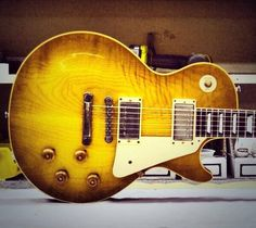 Gibson 1958 VOS Reissue,Now that is a beautiful top.