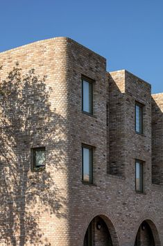 Ordnance Road by Peter Barber Architects Social Housing Architecture, Co Housing, Modern Architecture Design, Minimalist Architecture, Facade Design, Residential Architecture, Carlton Hill, Brick Works, East Street