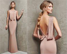Элегантное трикотажное розово-бежевое платье с открытой спиной