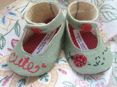 Ladybug Wool Felt Baby Shoes Sizes 1-6 by PracticalCharm on Etsy ♡