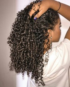 To have beautiful curls in good shape, your hair must be well hydrated to keep all their punch. You want to know the implacable theorem and the secret of the gods: Naturally curly hair is necessarily very well hydrated. Which… Continue Reading → Grow Long Hair, Long Curly Hair, Curly Hair Styles, Natural Hair Styles, Relaxed Hair, Bad Hair, Hair Day, Long Natural Curls, Coiffure Hair