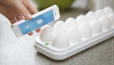 冷蔵庫の中にある「卵の賞味期限」を教えてくれるアプリ&トレイ
