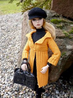I will have to make this for my gal Fashion Royalty Dolls, Fashion Dolls, Girl Fashion, Fashion Outfits, Barbie Top, Barbie Dress, Knitted Dolls, Crochet Dolls, Accessoires Barbie