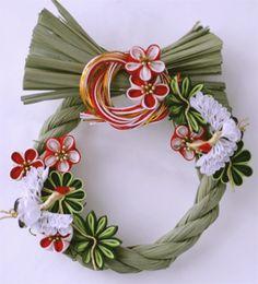 松竹梅のお正月飾り Decor Crafts, Diy And Crafts, Arts And Crafts, Christmas Flowers, Christmas Wreaths, Ikebana, Japanese New Year, Felt Pictures, Japanese Flowers