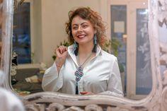 Smiles and necklaces – Alex Gurau Photo Female Portrait, Fashion Necklace, Portraits, Necklaces, Smile, Coat, Photography, Women, Sewing Coat