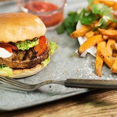 Har du også gledet deg til grillsesongen? Nå finner du oppskrift på denne herligheten på vår Facebookside (link i bio)😉🍔#HälsansKök #meatless #meatfree #burger #nomnomnom #vegan #kjøttfritt #vegetarian